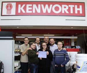 Kenworth Québec remet 1000$ à l'AIS Beauce-Sartigan